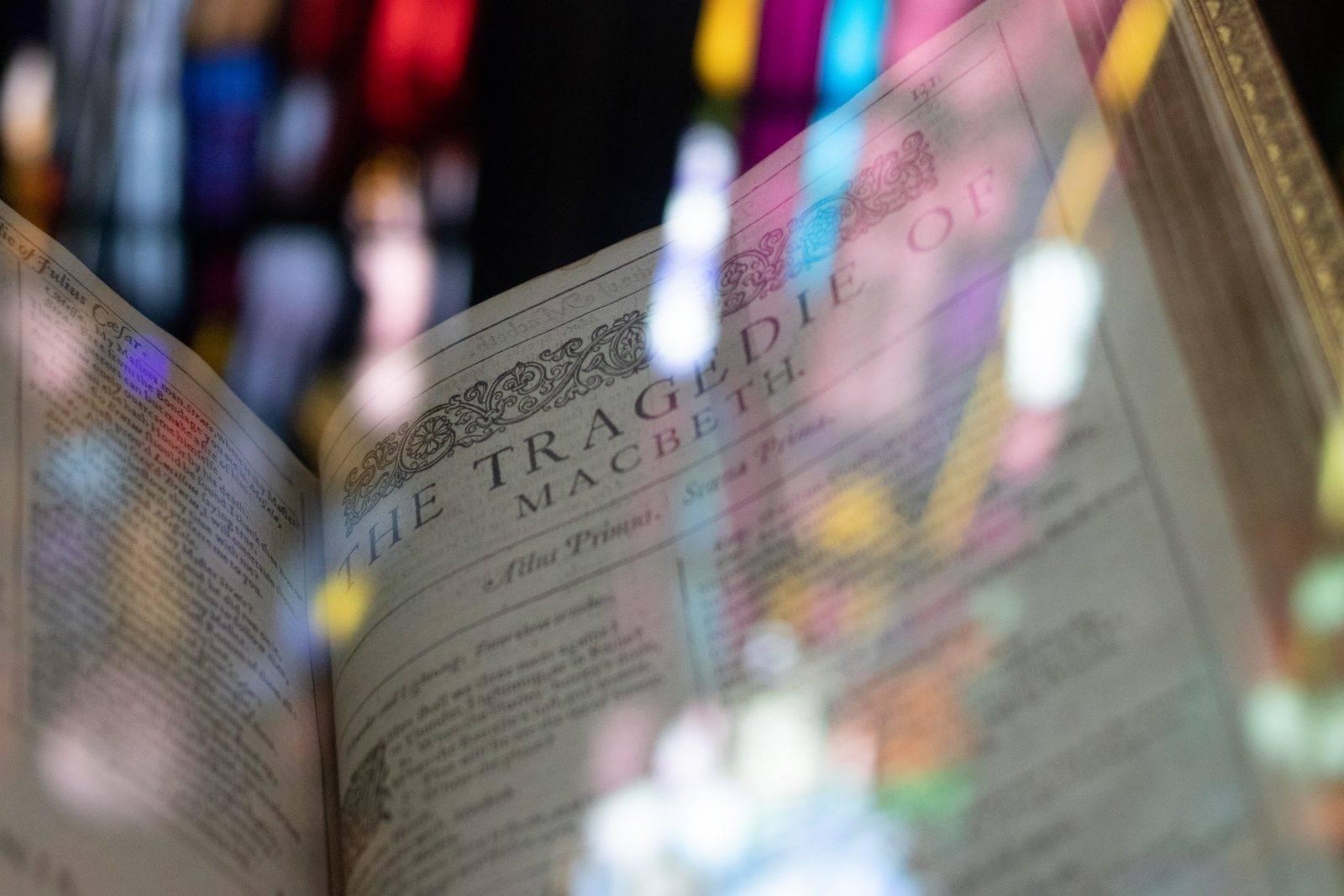 Shakespeare élete, munkássága, Rómeó és Júlia szerkezet, elemzés